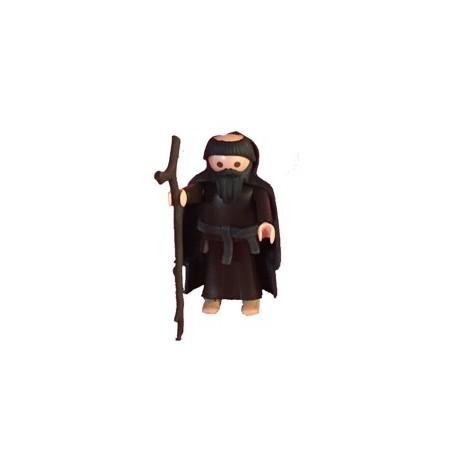 Abad marron con capa negra